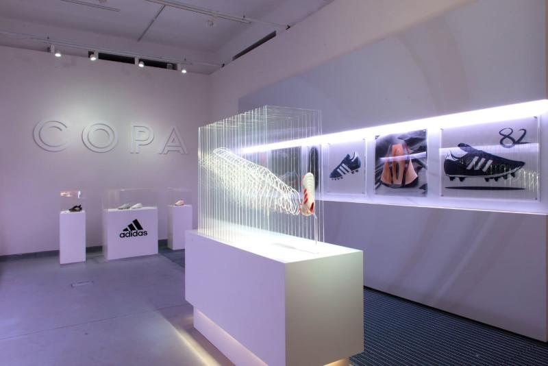 Adidas acrylaat gefreesd