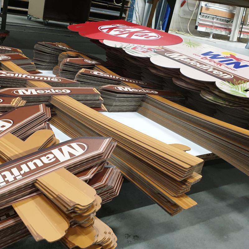golfkarton display Kitkat - Dekalu