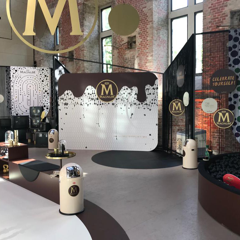 textieldruk freeswerk floorgraphics beurswanden- beursstand Magnum - Dekalu